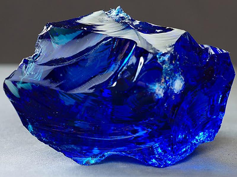 Đá Sapphire là gì? Ý nghĩa phong thuỷ của đá Sapphire – PNJ Blog